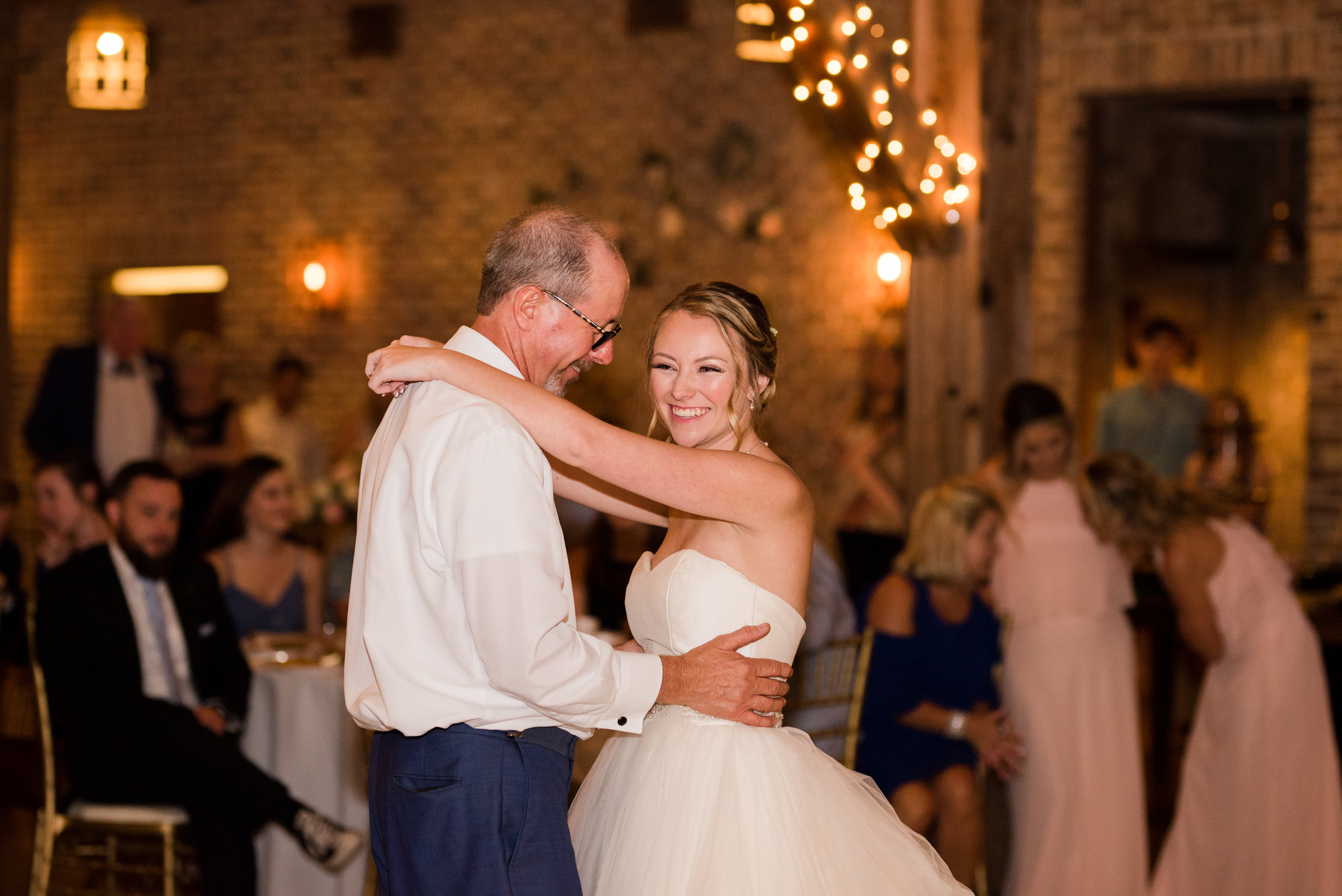 The Barn at Bridlewood wedding in Hattiesburg, Mississippi (MS) in June | Father Daughter Wedding Dance at the Reception