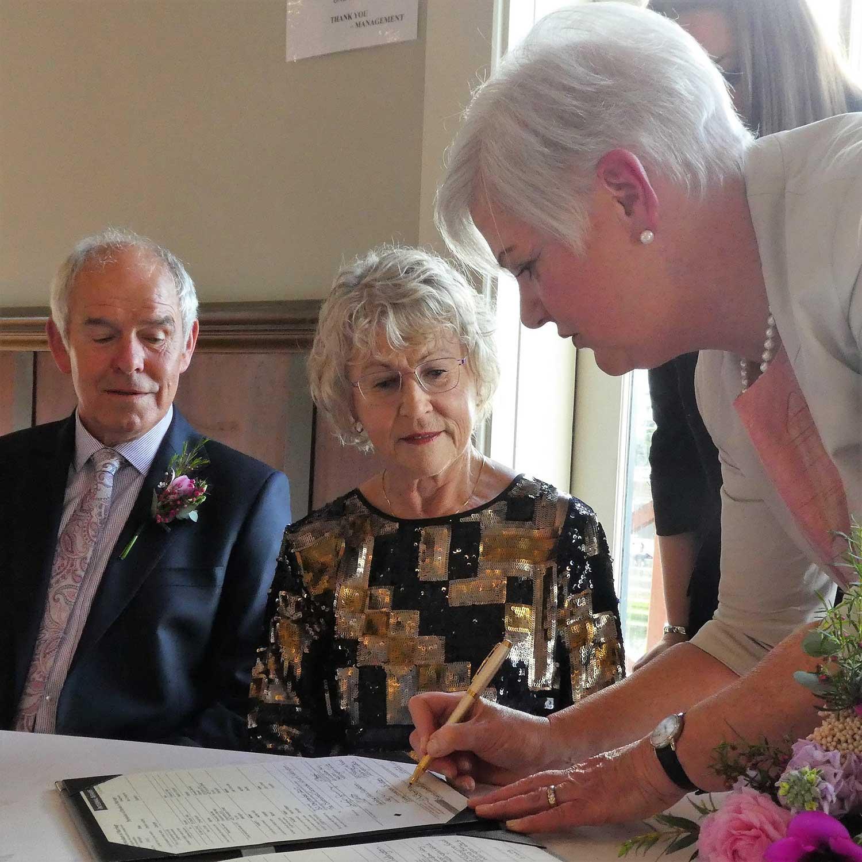 Moira-McCullough-Wedding-Celebrant-8.jpg