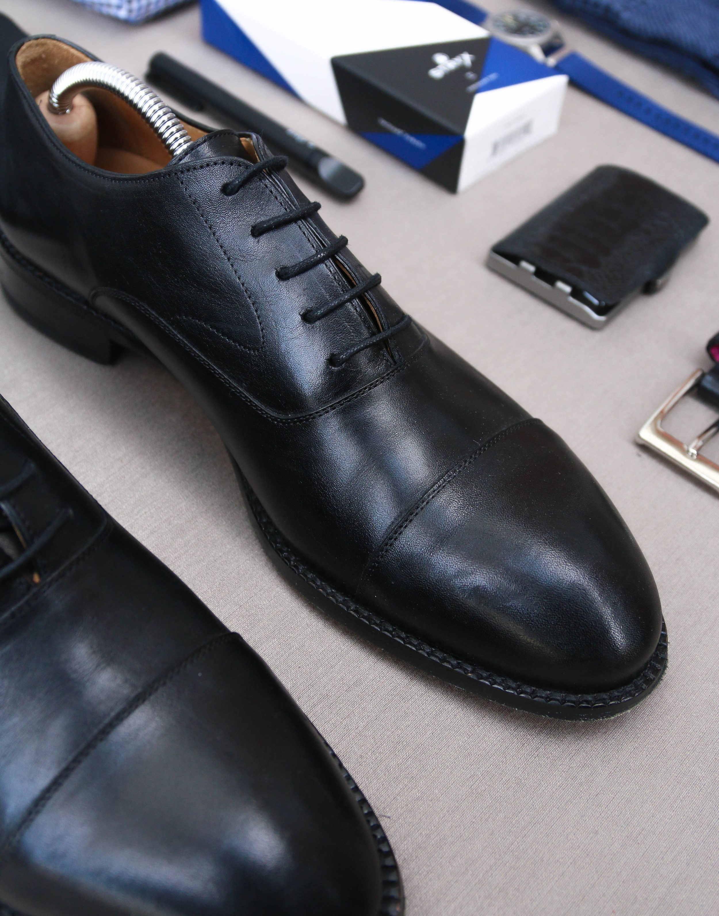 You can see that sleek, curvy design of the dean oxford. The shoes have a timeless look and fit like a glove