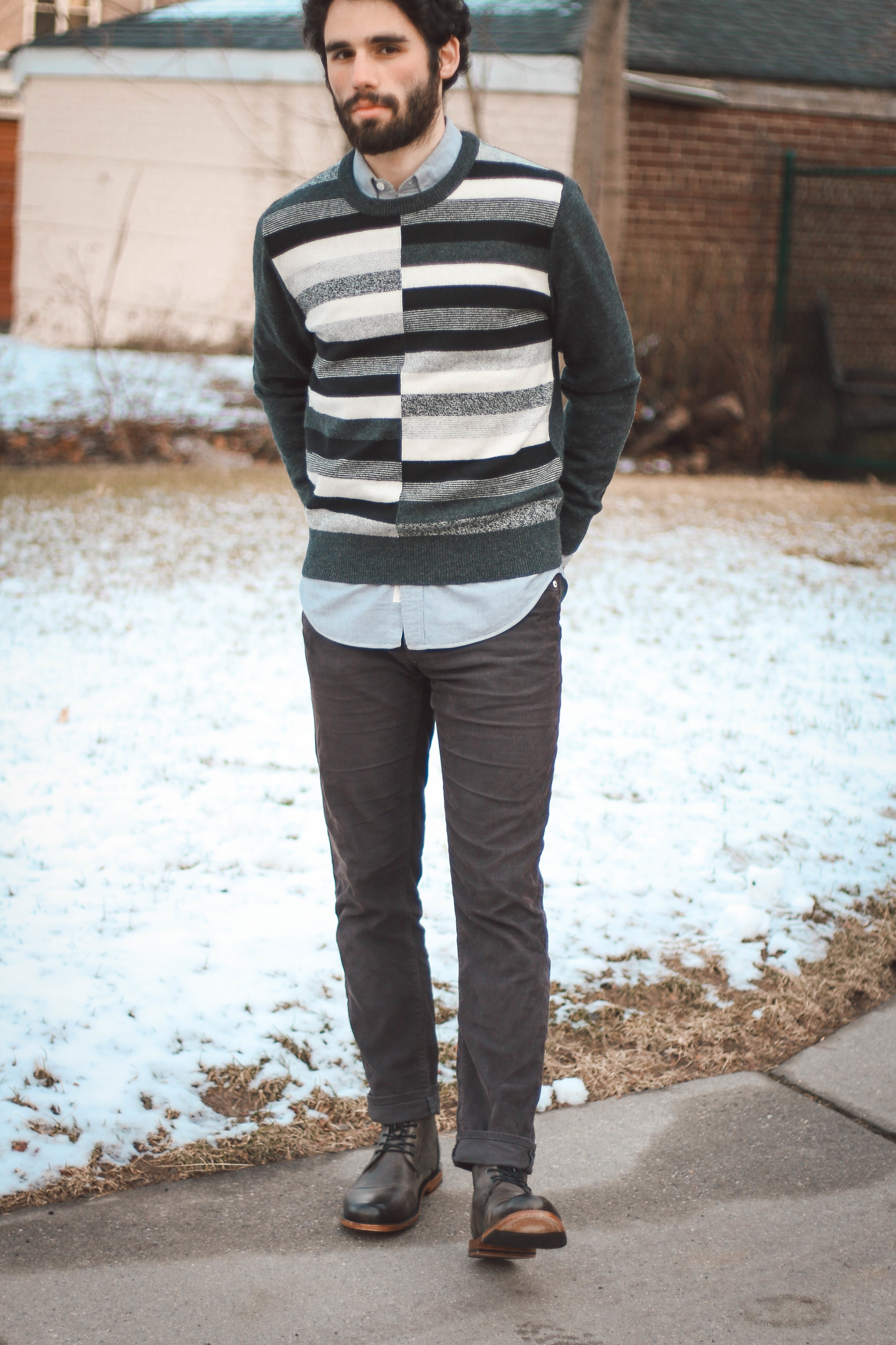 Even though it isn't a solid sweater, the whole look plays with one color: gray. Have fun with it!