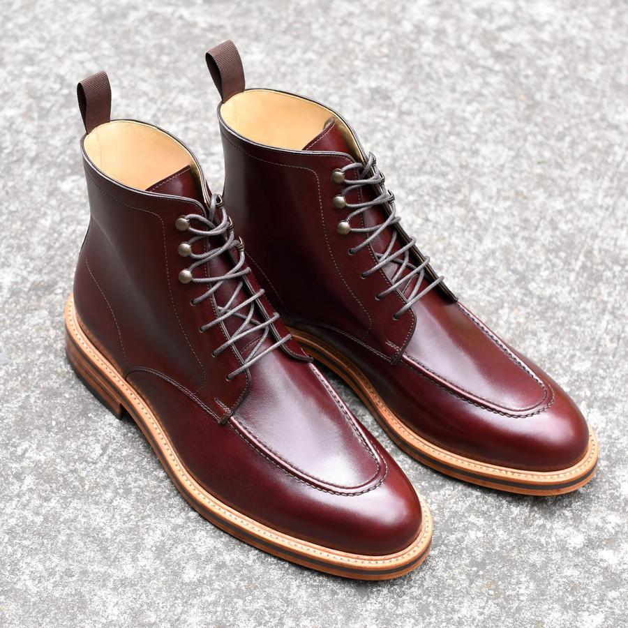 The clean design and rich leathers really let this boot shine above the rest, This pair is a burgundy bordeaux color.