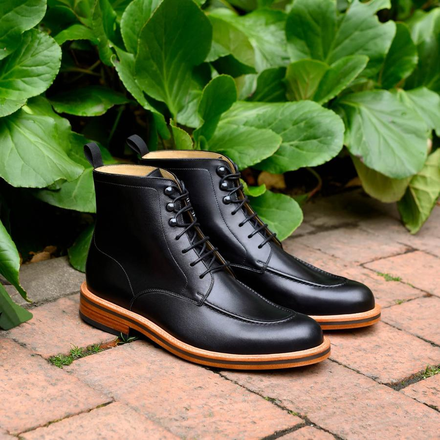 This pair in black is even dressier and I would feel totally comfortable rocking these Gallaghers with a suit!
