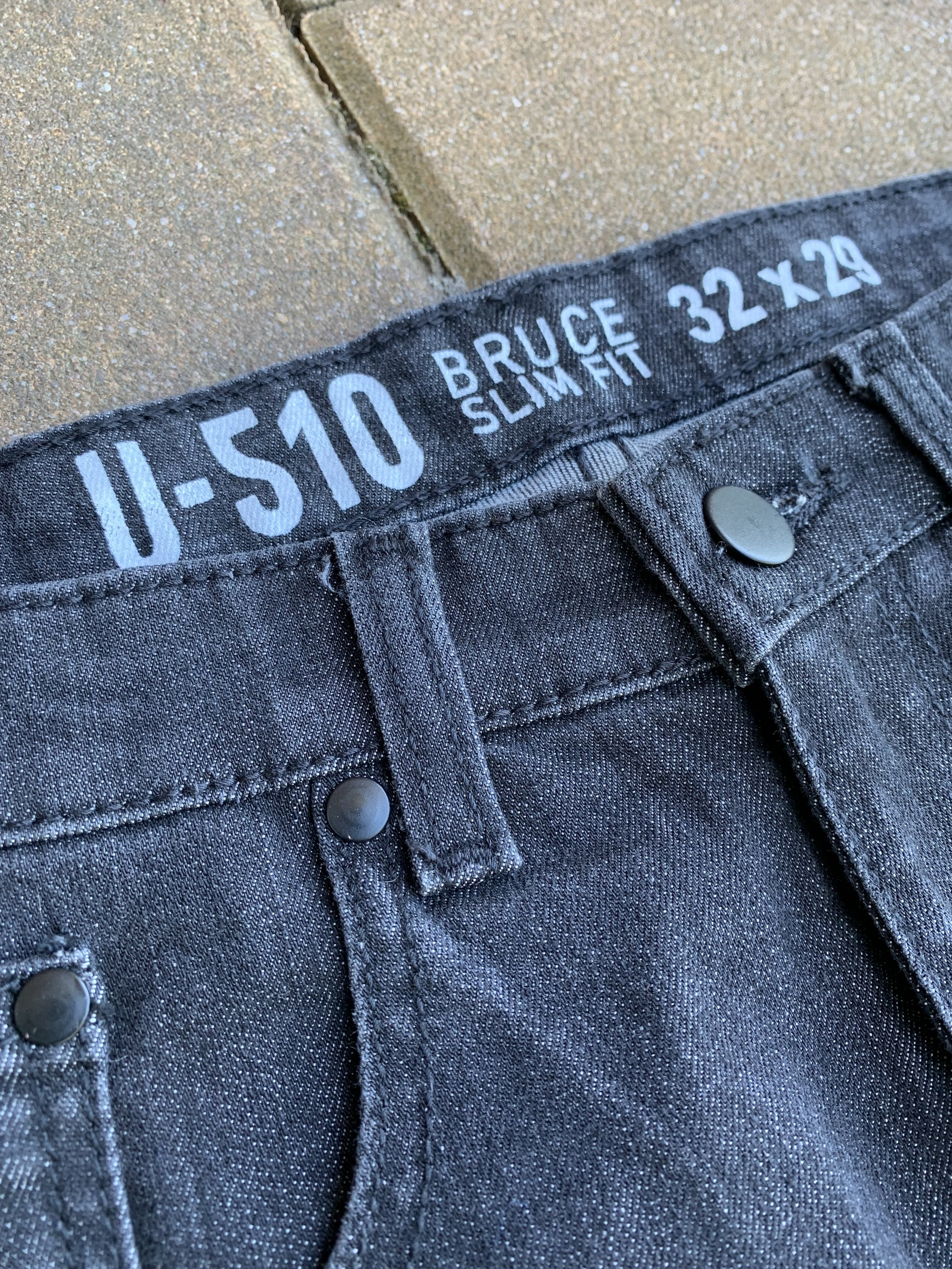 A look under the hood of the Bruce jean. Note the 29' inseam which makes me very happy  !