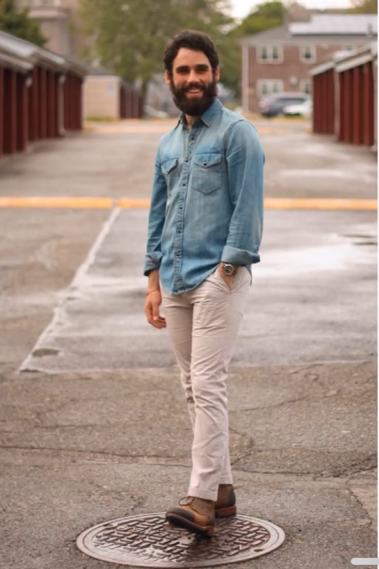 The Dragon boot in tobacco steals this look with chinos and a denim shirt
