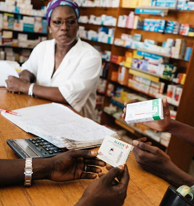 man and woman pharmacy senegal