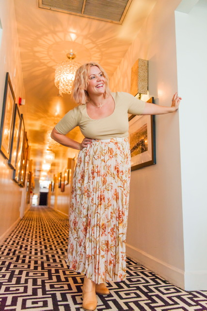 Standing in the lovely hallway wearing the new fall line from HM <3    TOP: $12.99      SKIRT: $34.99
