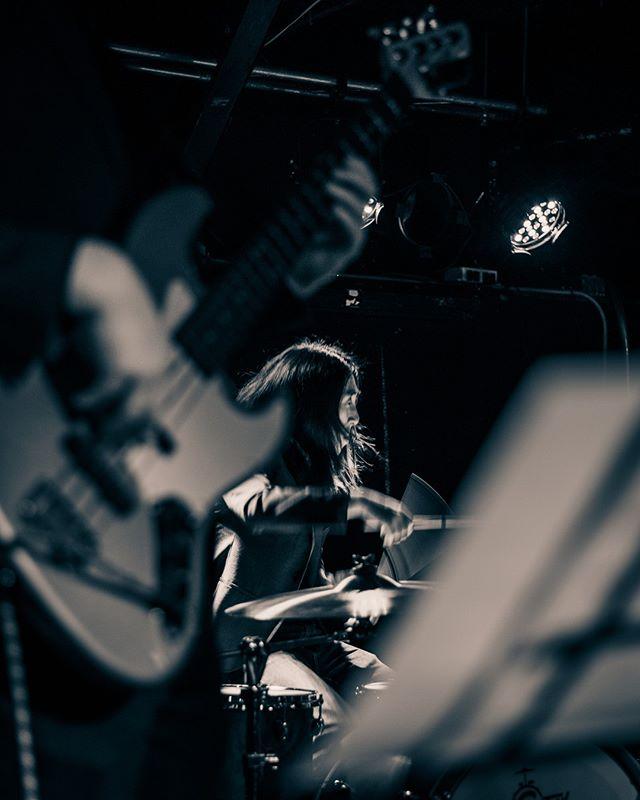 @jessicavinesmusic . .  #musiclovers #livemusic #livemusicphotography #livemusicphotographer #livemusicrocks #concertphotography #concertphotographer #concertphoto #concertlife #fargo #fargond #fargophotographer #ilovefargo #smallvenue #fargolive #independentmusic #fargomusic #musicscene #midwestmusic #🎶 #love #localart #ndphotographer #musiclover