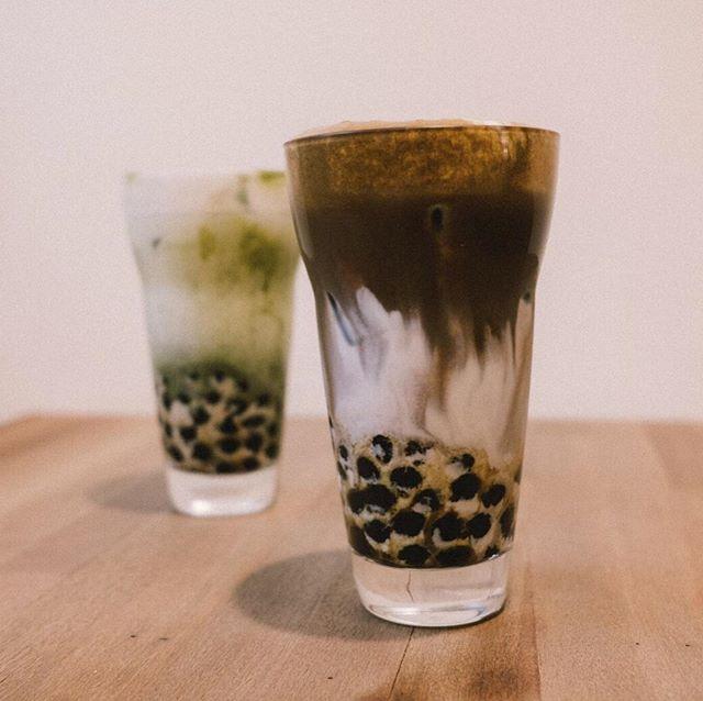 今週末は、いよいよTea For Peaceです! . 今回は台湾から日本初出店となる「六丁目cafe × 木白」 @rokucyomecafe @woodxwhite2016 がオリジナルドリンクを持って来てくれます。当日は、現地でも人気の日本の茶葉を使ったタピオカティや、チーズフォームティを販売します。「日本茶 × 台湾」お茶屋さんの溢れる街 台北の、本場のアレンジドリンクをお楽しみに! ・ It's finally time for Tea For Peace this weekend! ・ For the first time, our friends from '六丁目cafe × 木白'  @rokucyomecafe @woodxwhite2016 will be joining us from Taiwan as special guests. This weekend only, they will be brewing their original drinks -- their widely-loved delicious tapioca teas and 'Cheese foam teas' made with Japanese tea leaves. ・ ・ ・ #teaforpeace #maketeanotwar #tea #tokyo #taiwan #taipei