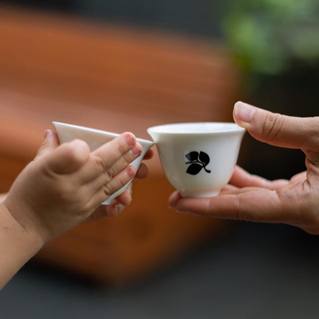 明日、一息つくようにお茶の時間を作りましょう。友達、家族、恋人をTea For Peace_05の会場に連れてきて、自分らしいお茶、茶器、時間を探しましょう。 ・ Tomorrow, let's make time for tea. Bring your friends, family, lover to Tea For Peace_05,  and discover something that suits you - whether it be favorite tea, a special new cup, or just simply time. ・ ・ ・ #teaforpeace #maketeanotwar