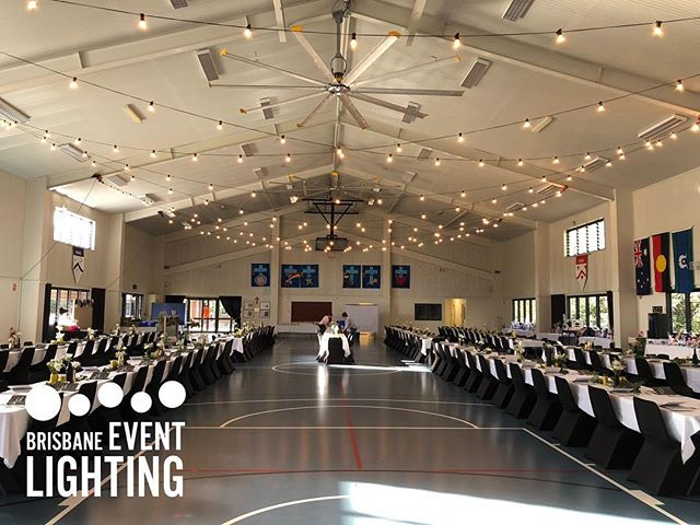 • SCHOOL GALA • Check out this festoon canopy high above the crowd. Providing the classic, intimate, warm white festoon look. When the sun went down, it was sure to impress! • • #festoon #fundraiser #schoolevent #catholiceducation #brisbane #brisbaneevents #galanight #auction #brisbaneeventlighting #eventlights #eventhire #lightingsolutions #decorativelighting #festoonhire #scissorlift #lightinginstall