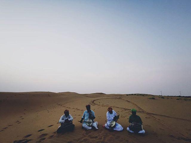 Rana Kachbo and a sunset at the dunes.  Featured in the video is a Kamaicha showcase by three of Padam Shri Late Sakar Khan Ji's four sons, Ghevar Khan Manganiyar on Kamaicha, Dara Khan Manganiyar on Kamaicha, Firoze Khan Manganiyar on Dholak, accompanied on Dholak by Ghevar Khan's younger son, Latif Khan Hamira.  Photo/Video: @anchitnatha  Field trip team: Anchit Natha, @daminirathore, @ok_shit_it_is, @pradeepsingh_07 and @sandeepratnoo07.  #Hamira #Jaisalmer #Manganiyar #fieldtrip #jaipur #folkmusic #kamaicha #dholak #vocals #recital #oralhistory #supportlocalmusic #rrapmusicmuseum #rraphub #rrap #pinkcity #music #musicoftheday #musicofrajasthan #rajasthanfolk #folk #rajasthanmusic #worldmusic #jaipurvirasatfoundation #rrapmusicmuseum #musiculture #musicvideo #indianmusicians #folkartist