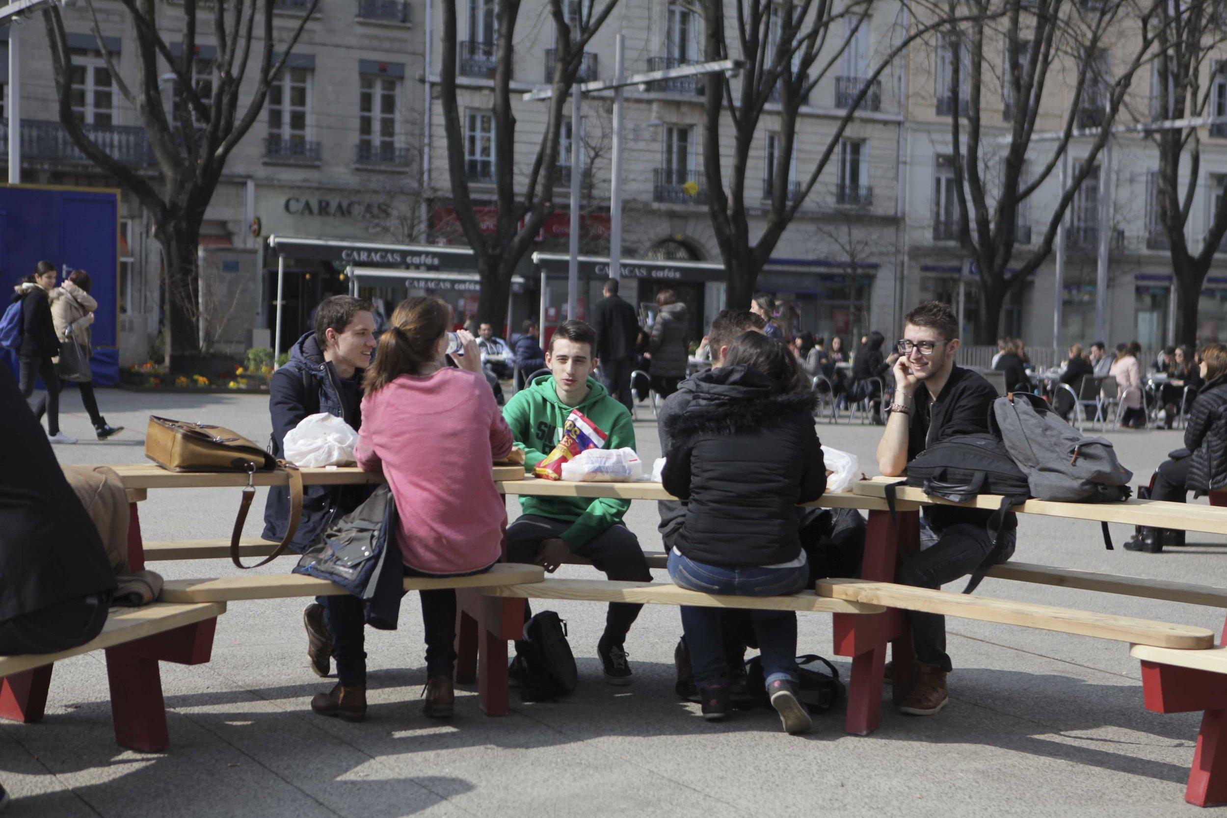 Pour s'approprier collectivement l'espace public - Canteen est idéal pour préfigurer les usages d'un espace en mutation, favoriser l'appropriation par les habitants d'un lieu fraîchement livré ou rénové, faire revivre une place ou une esplanade désertée.