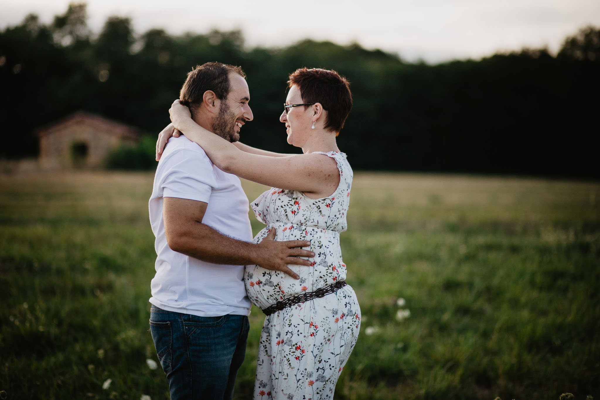 grossesse-femme-enceinte-couple-nature-campagne-ingold-photographe-46.jpg