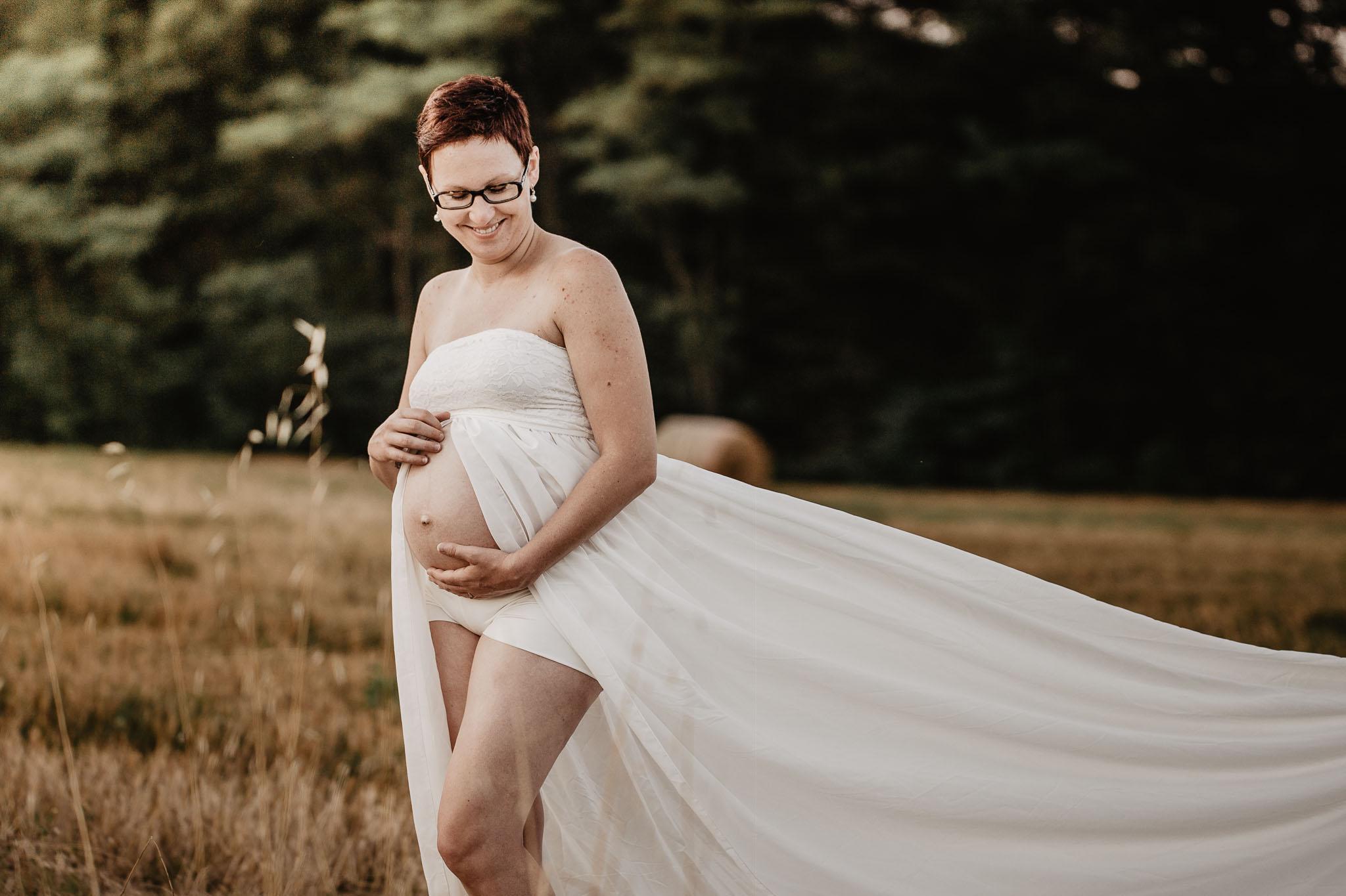 grossesse-femme-enceinte-couple-nature-campagne-ingold-photographe-65.jpg