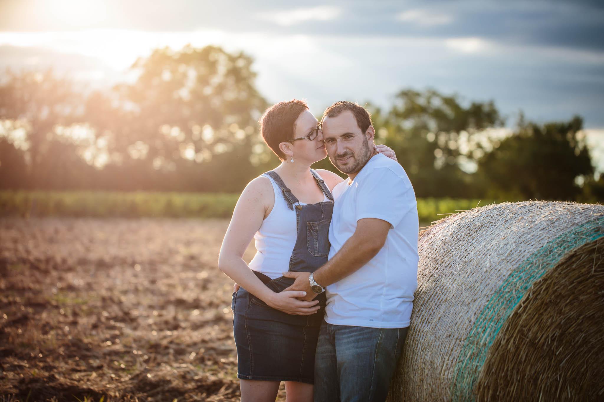 grossesse-femme-enceinte-couple-nature-campagne-ingold-photographe-94.jpg