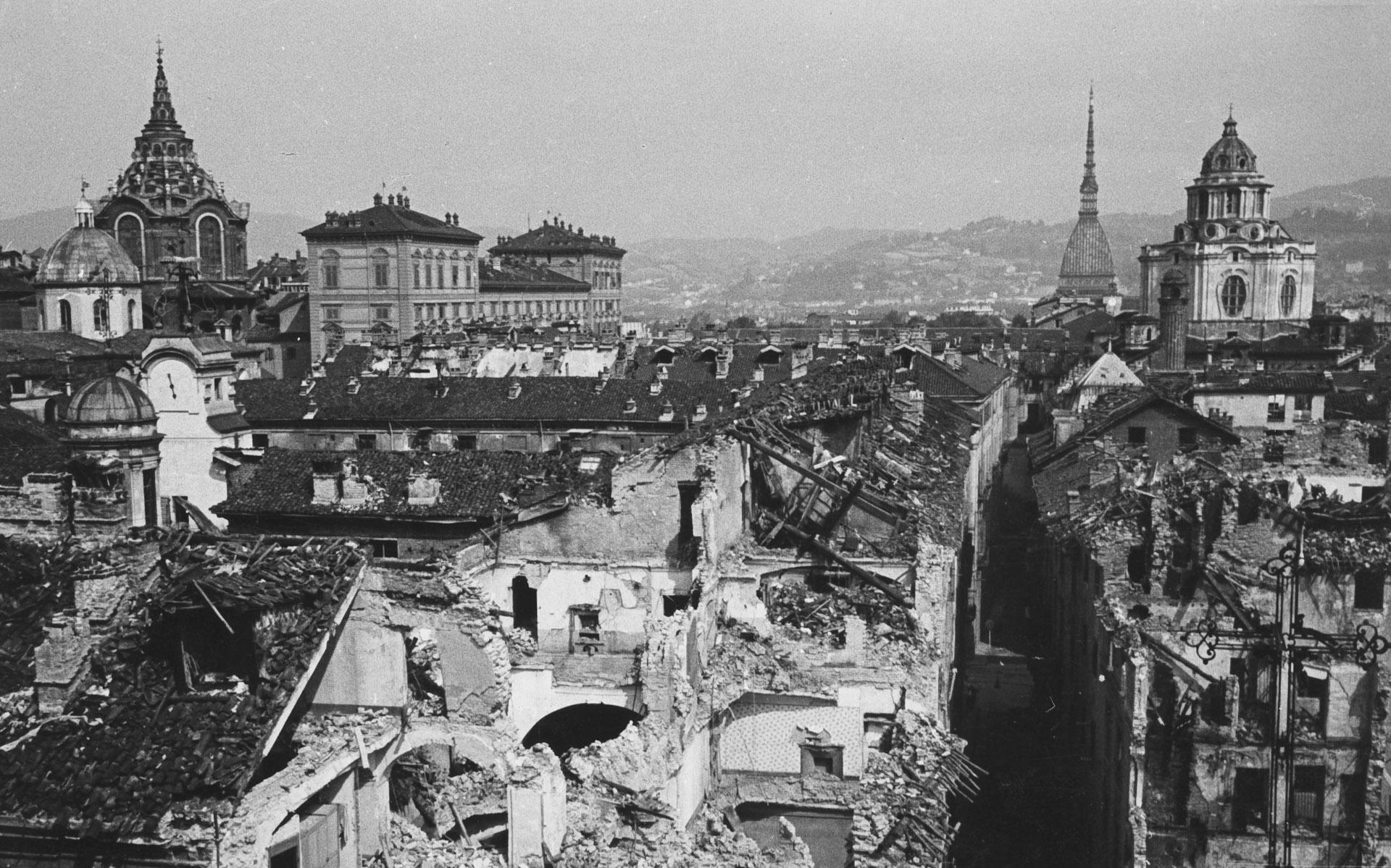 Ufficio Protezione Antiaerea,  Via Cappel Verde angolo via Porta Palatina, incursione aerea del 13 luglio 1943 , 1943, gelatina ai sali d'argento, - 13 x 18 cm, courtesy Archivio Storico della Città di Torino