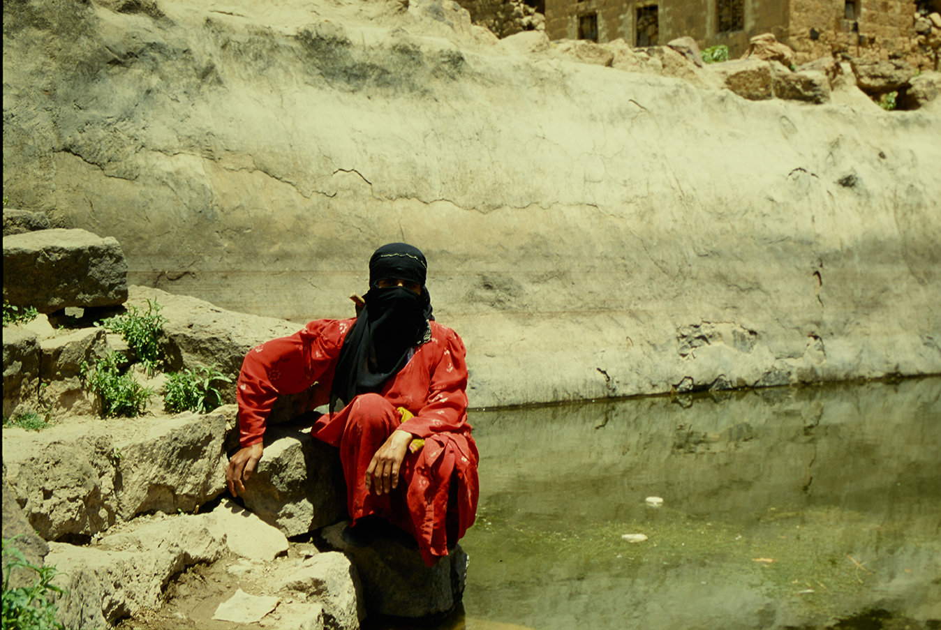 Farian Sabahi,  Yemen , 2001 (stampa 2019), pellicola 100-36 Sensia Fujichrome - stampa fine art ai pigmenti su carta cotone Hahnemühle Photo Rag 308, 30 x 45 cm, courtesy:Farian Sabahi