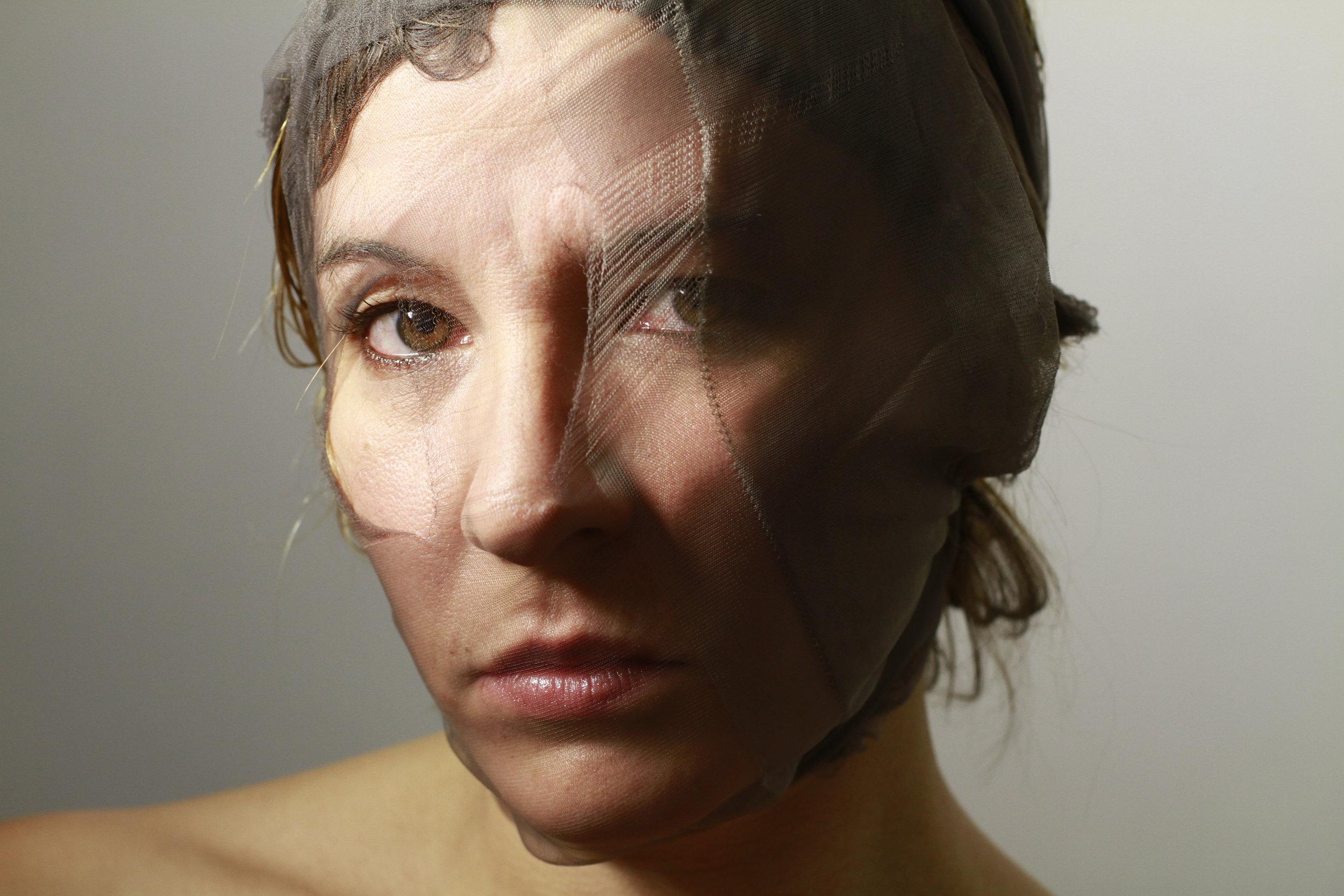 "Petrov Ahner,  ""Dress to Kill"" performance serie , 2012, fotografia, courtesy Miriam Wuttke © Miriam Wuttke"