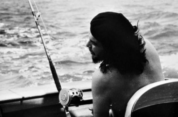 Alberto Korda,  Che Guevara Fishing , 1960, bromoil gelatin silver print, 18 x 27 cm, courtesy: Noire Gallery