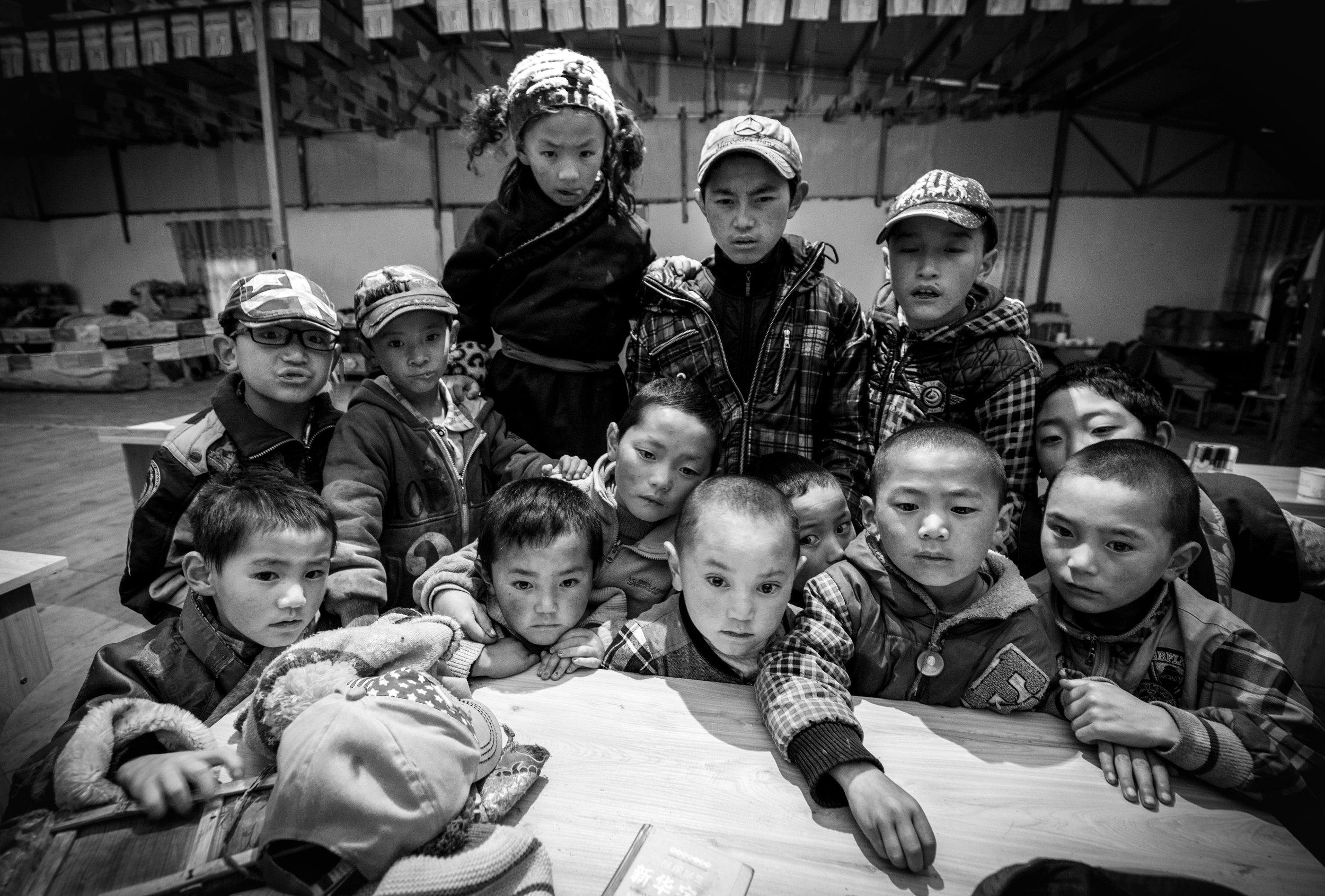 Wan Hui,  Esistendo (Una scuola in Tibet),  2012, stampa digitale a getto d'inchiostro fine art, 30 x 45 cm, courtesy ©Wang Hui