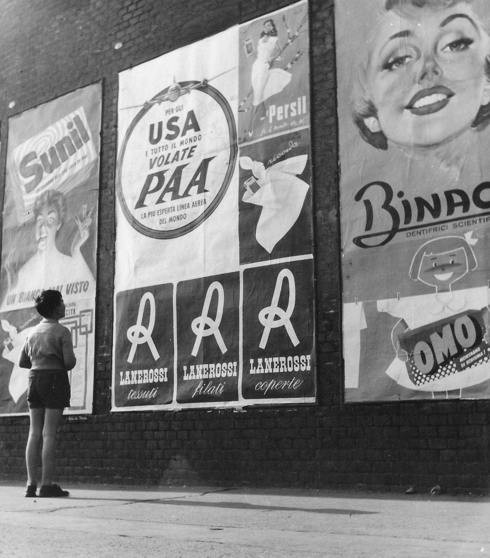 Riccardo Gilardi,  Sogno americano , 1955 circa, stampa alla gelatina bromuro d'argento, 16 x 14 cm, courtesy Collezione Danna-Leonardo, Associazione per la Fotografia Storica, Torino