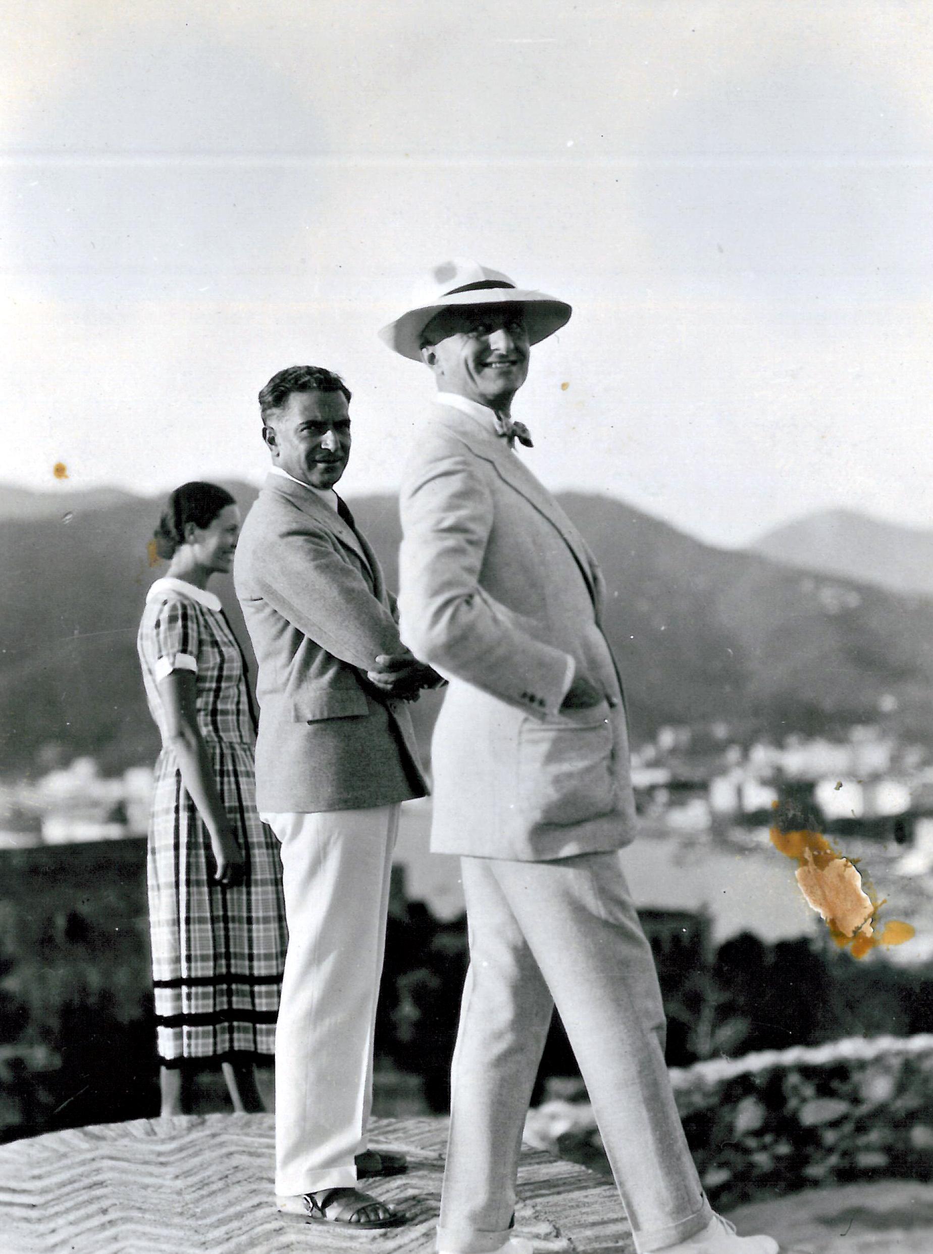 Autore Ignoto (forse Cesarina Gurgo Salice Gualino),  tre figure di profilo, Daphne Maugham, Felice Casorati e Riccardo Gualino , 1927, foto b/n, 21,02 x 15,65 cm, courtesy Archivio Casorati