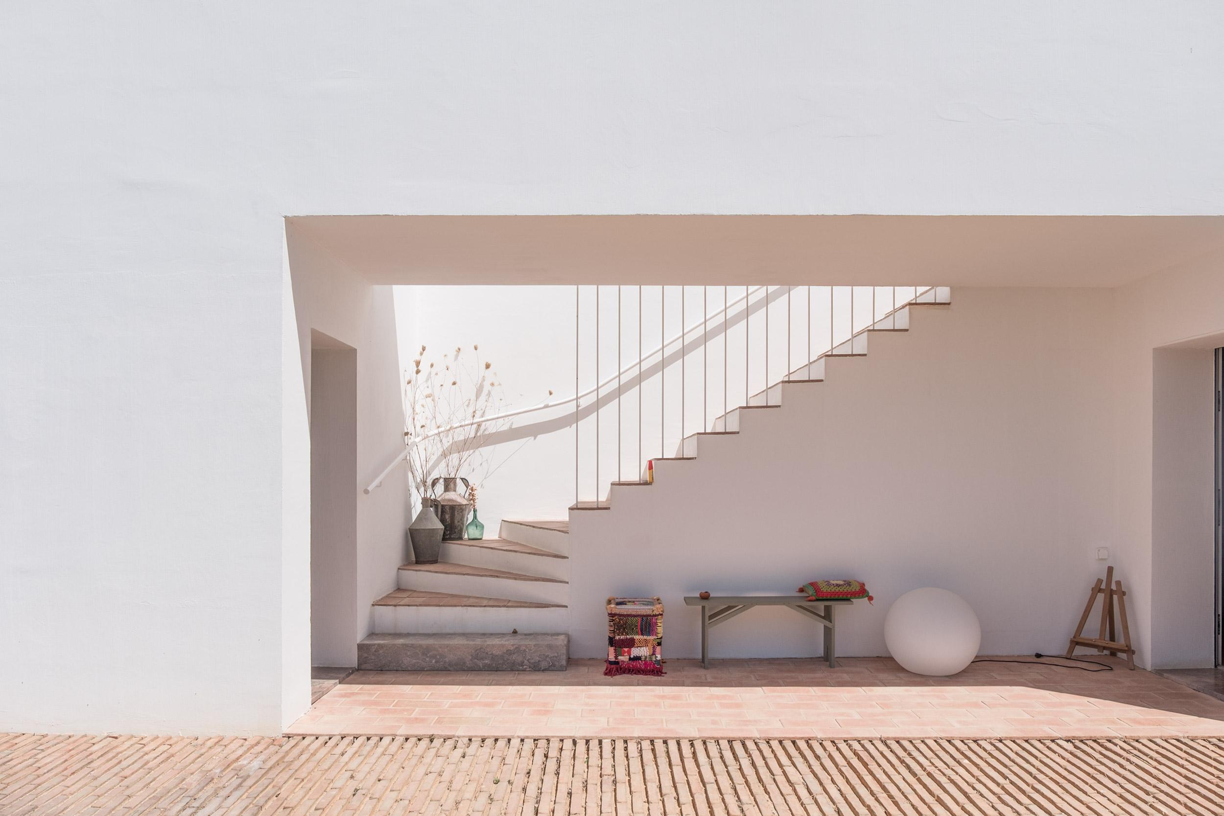 Casa-Modesta-exterior-Fiona-Burrage-Photographer.jpg