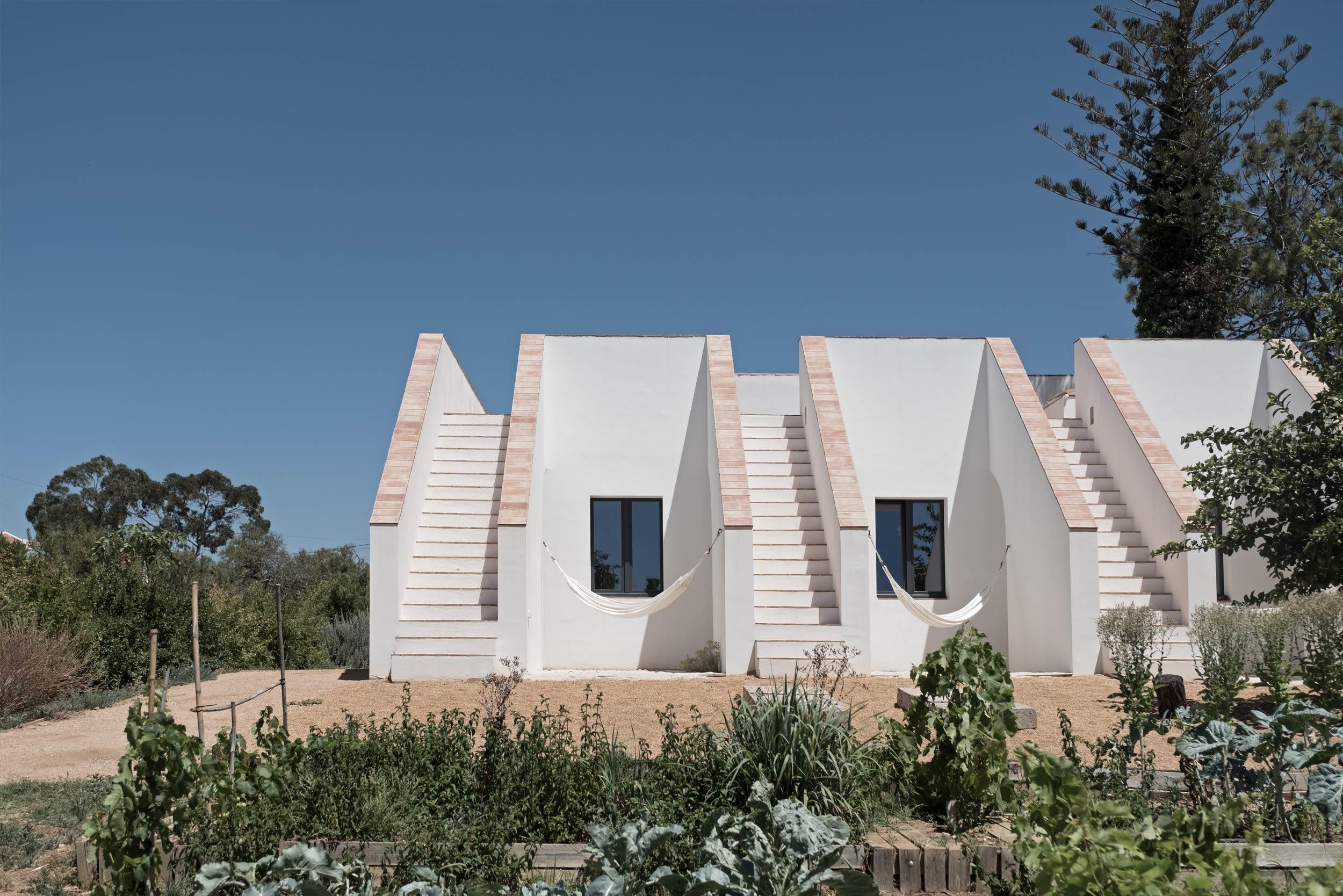 Casa-Modesta-exterior-Fiona-Burrage-Gardens.jpg