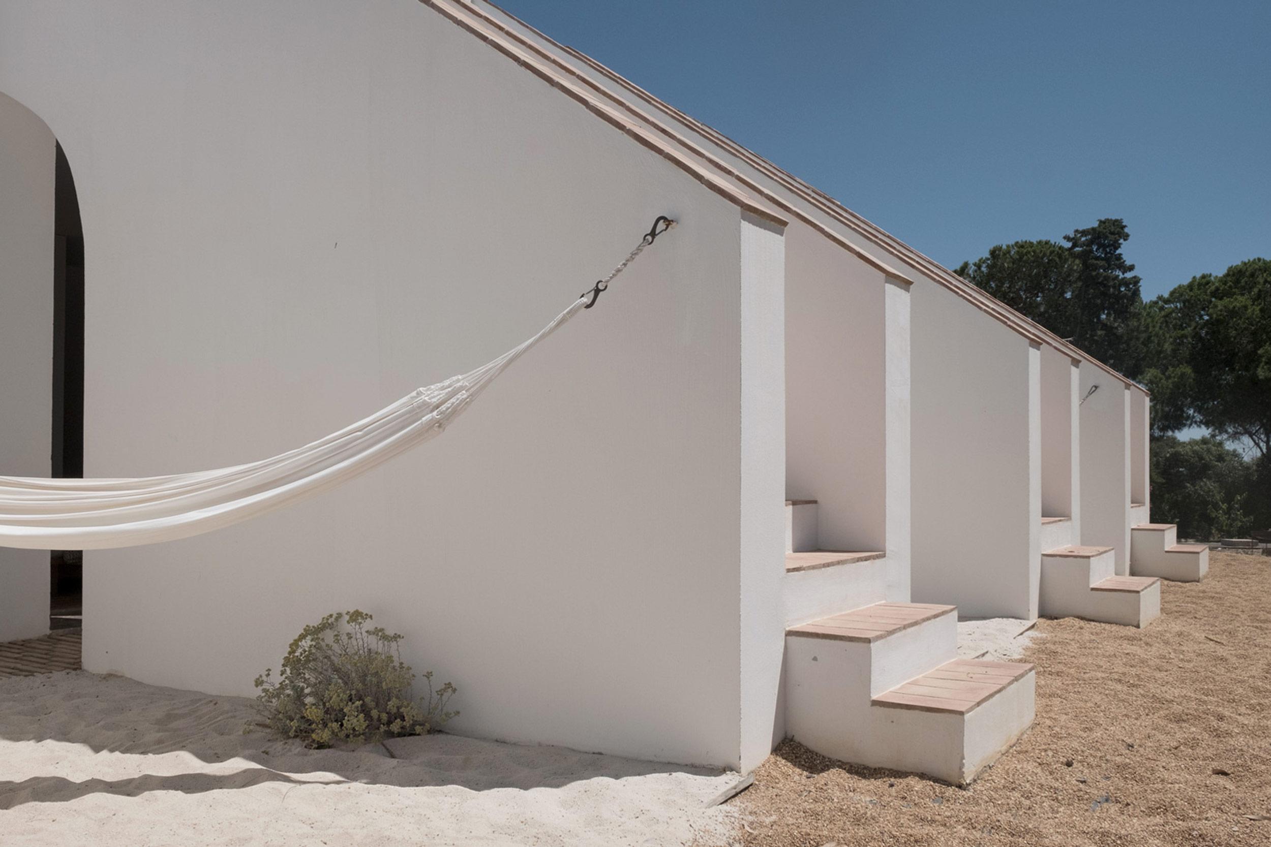 Casa-Modesta-exterior-Fiona-Burrage-hammock.jpg
