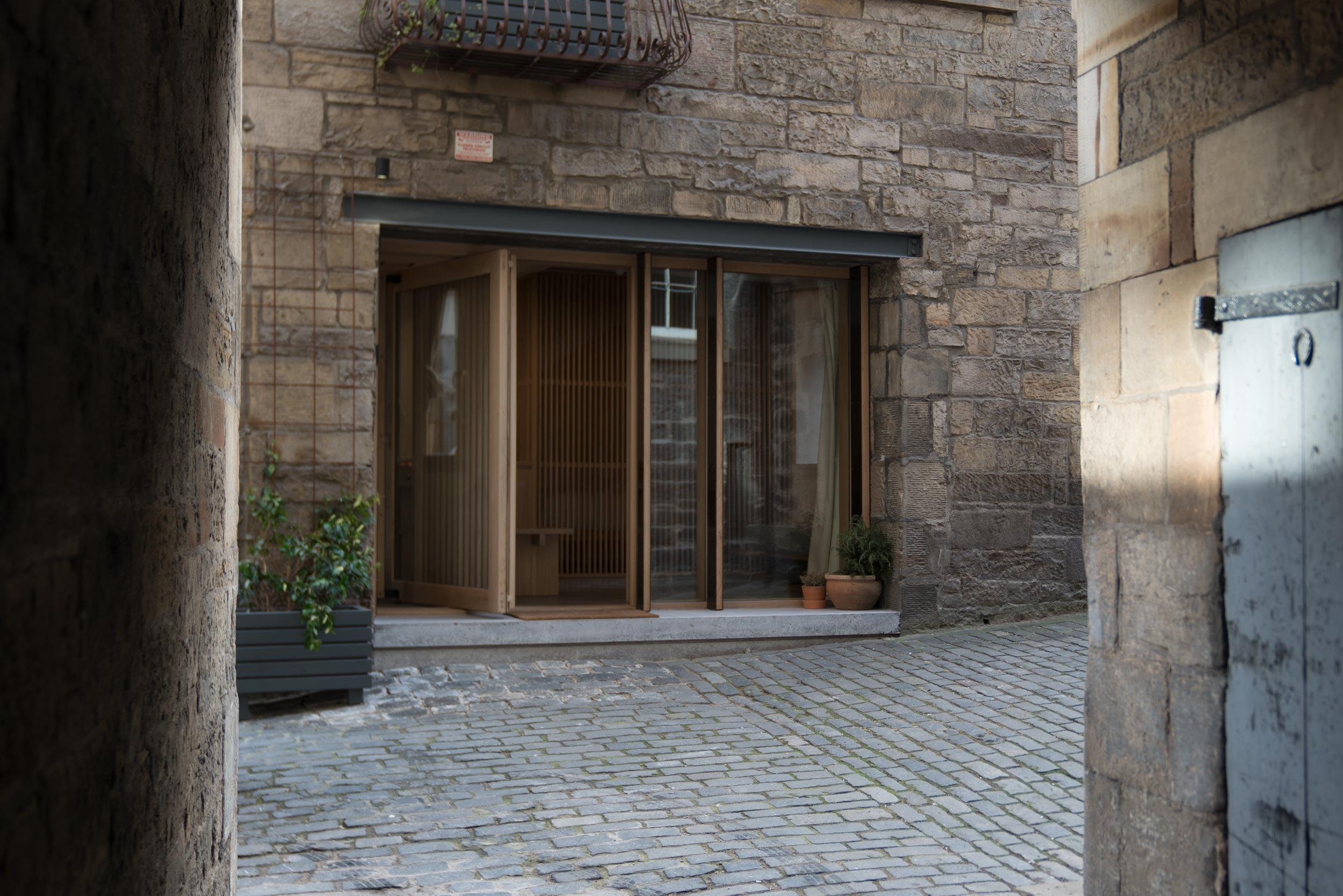 porteous-studio-fiona-burrage-photographer-norwich-edinburgh-exterior.jpg