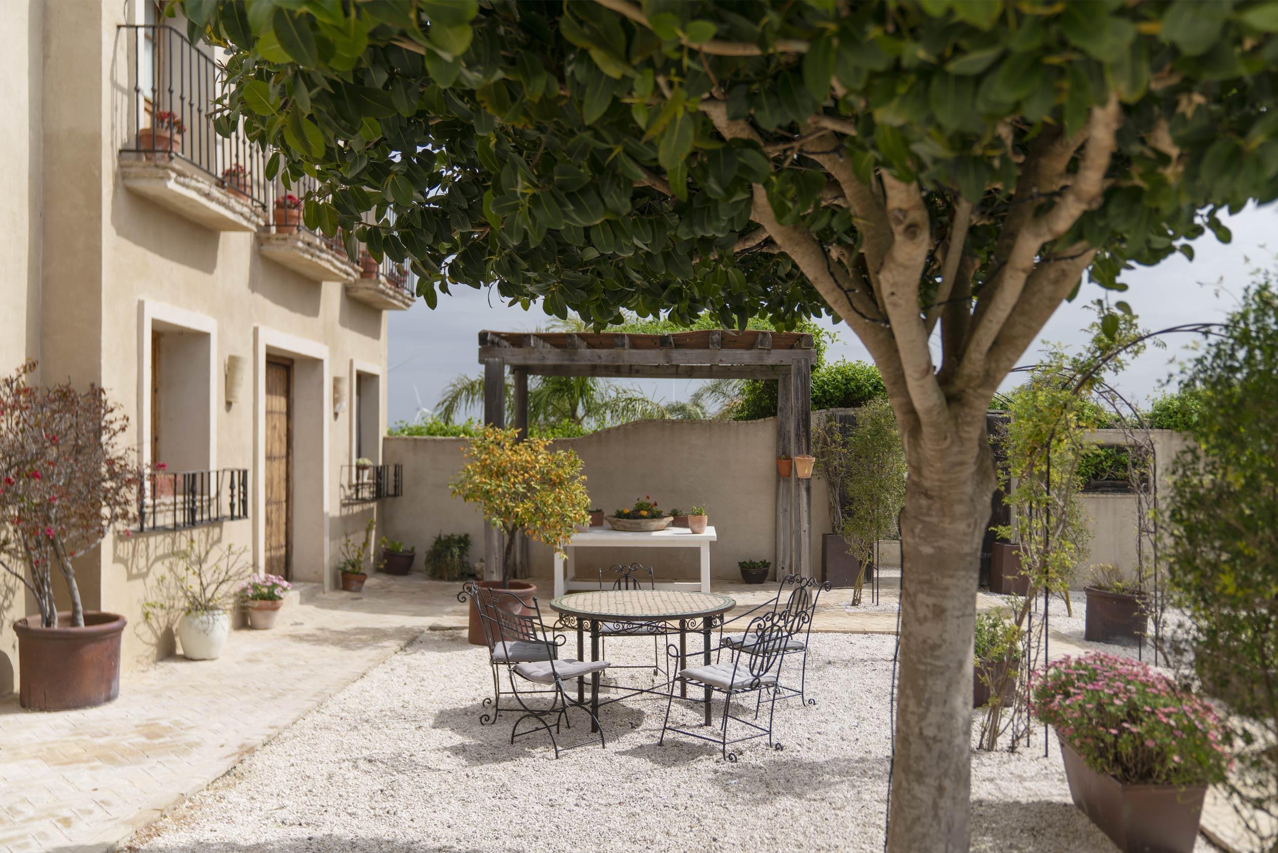 Casa-La-Siesta-Spain-Fiona-Burrage-Photography-courtyard.jpeg