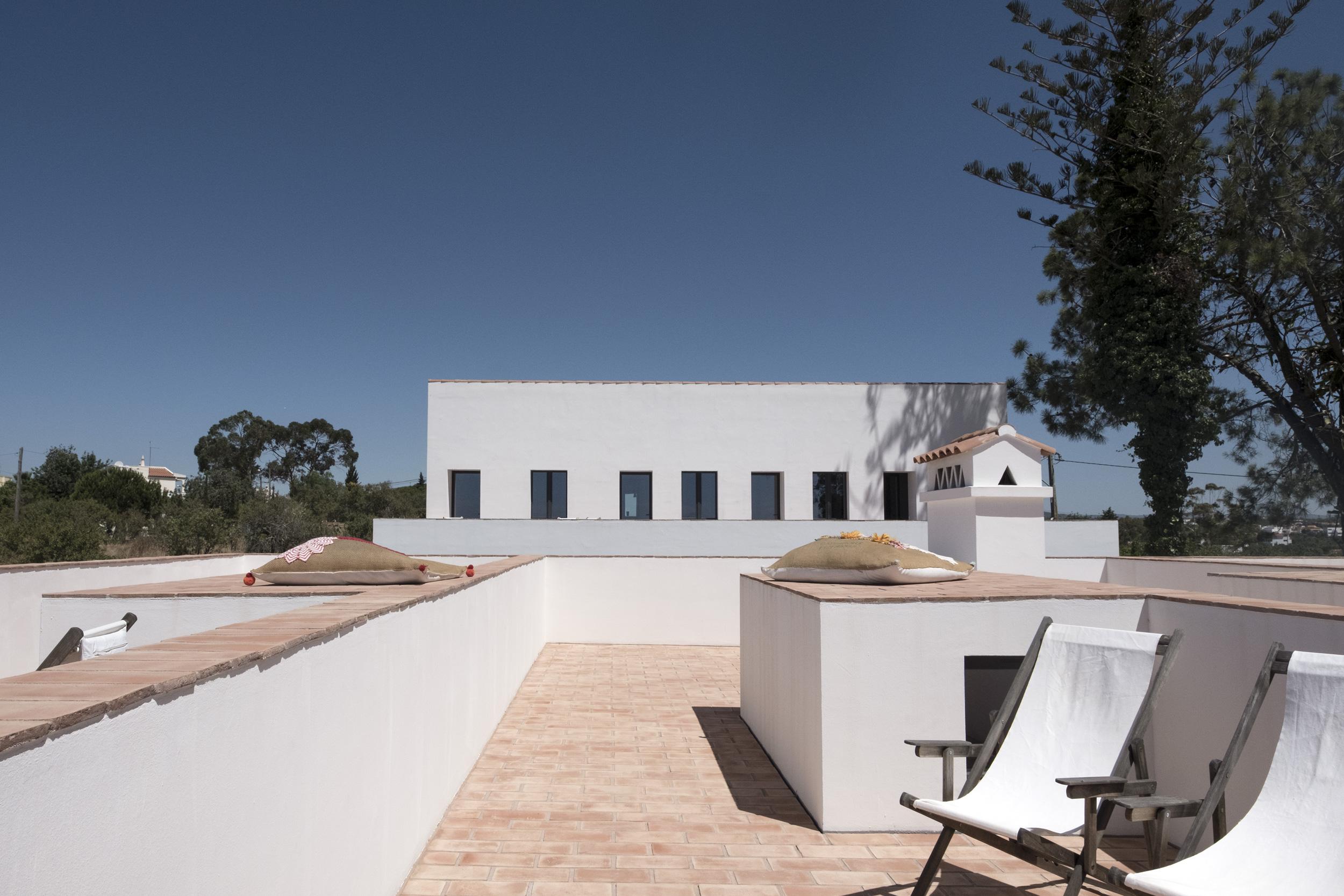 Casa-Modesta-exterior-Fiona-Burrage.jpg