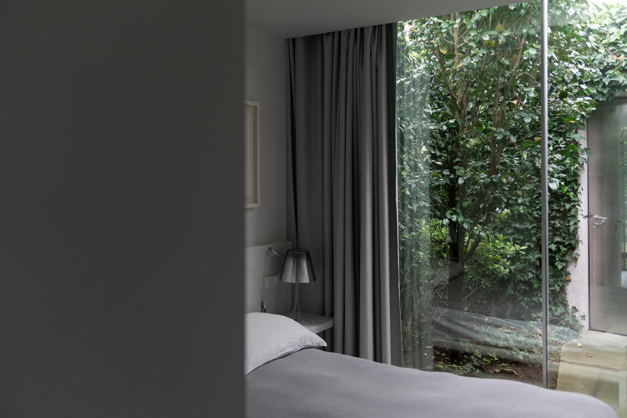 Fiona-Burrage-casa-1015-porto-norwich-photographer-bedroom.jpg