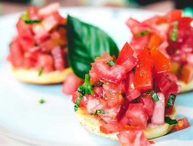 Missing the Summer today on this rainy Monday. Here's a photo of some Bruschetta I made this Summer. Simple things usually taste the best. Just let the fresh ingredients do the work. 👊 @jackfoxcooks . . . . . 👉#jackfoxcooks #food #video #vegetarianrecipes #blog #vlog #youtube #foodporn #Feedfeed #summer #f52grams #foodgasm #foodie #foodies #foodblog #londonfood #londonfoodie #londonrestaurants #londonchef #jamieoliver #masterchef #gordonramsay #london #food52 #sohohouse #feedfeed #chefsteps #foodblogger #vegan #munchies