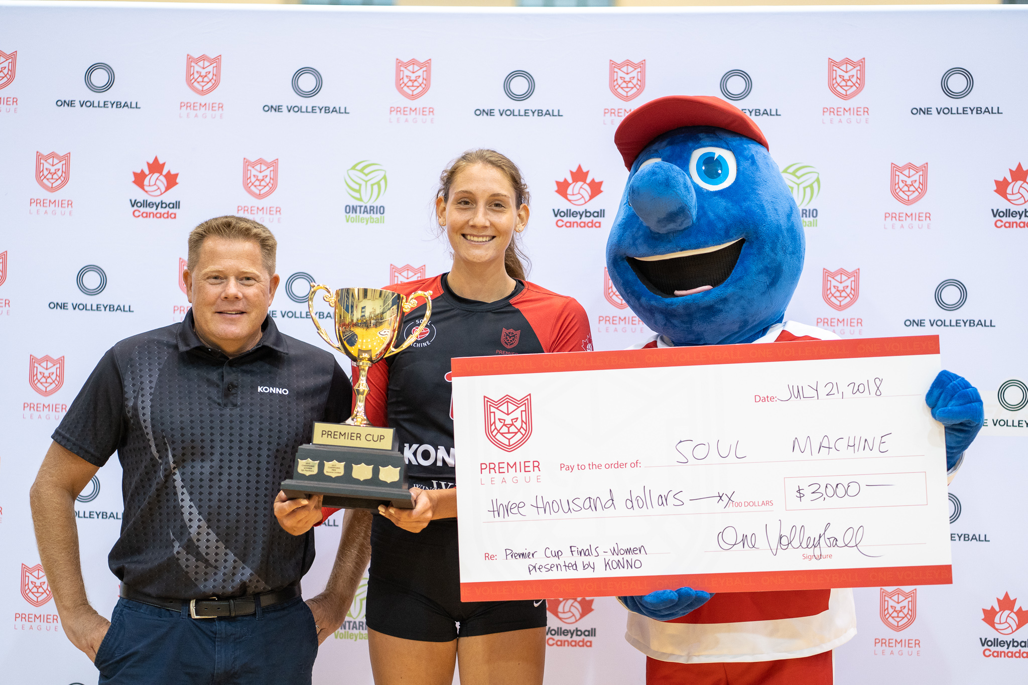 Women's Champions - Soul Machine Trophy presented by Jason Jackson (Konno) and cheque presented by Boston Pizza to team captain Taylor Brisebois