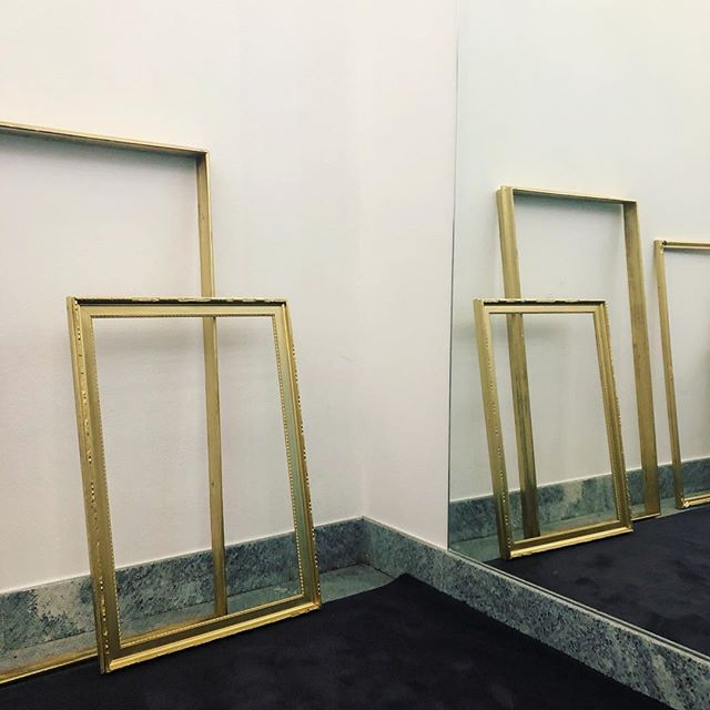 • VANITY AFFAIR • ⚜️ #installation #boutique #gold #mirror #frames #comolake #inauguration #oronot #viavitani #notmygold