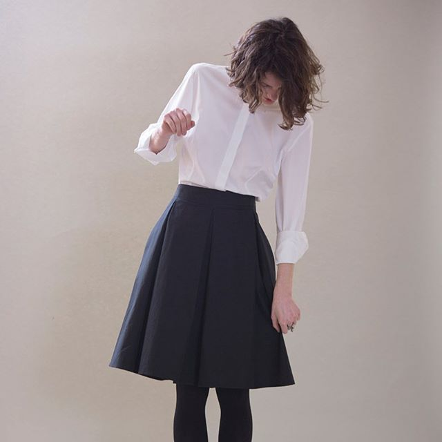 • READY FOR PARENTS' SUNDAY LUNCH • ◻️▪️ #autumn #sunday #oronot #notmyskirt #blackandwhite #elegance #details #handmade #madeinitaly #myskirt #goldengirls