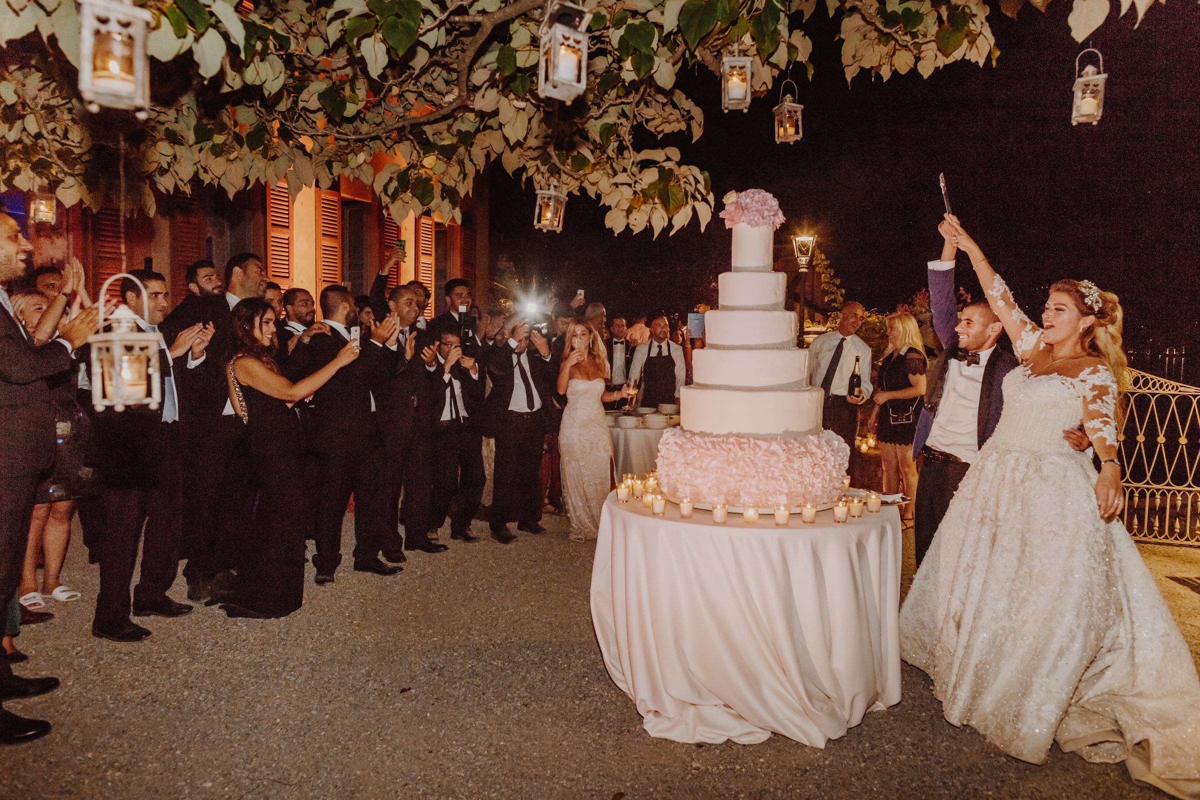 cake cutting wedding como lake.jpg