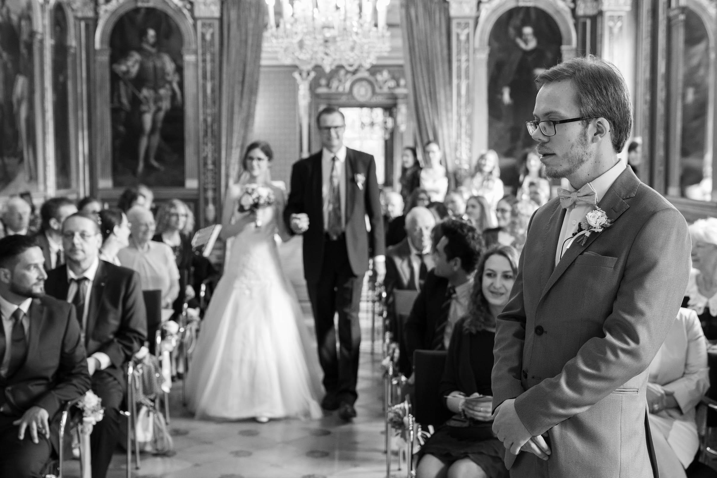 Schloss Hernstein Wedding bride arrival aisle