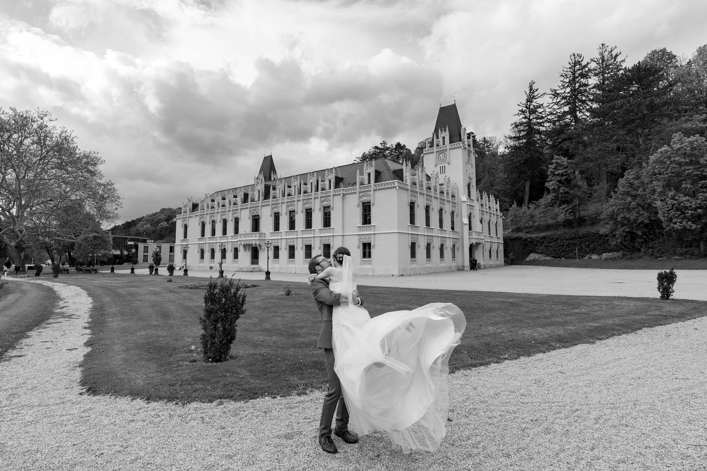 Schloss Hernstein Wedding newlyweds portrait