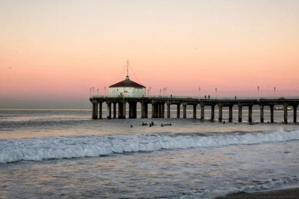 PHOTO TOUR: MANHATTAN BEACH, A CLASSIC CALIFORNIA COASTAL TOWN, AT 6AM.