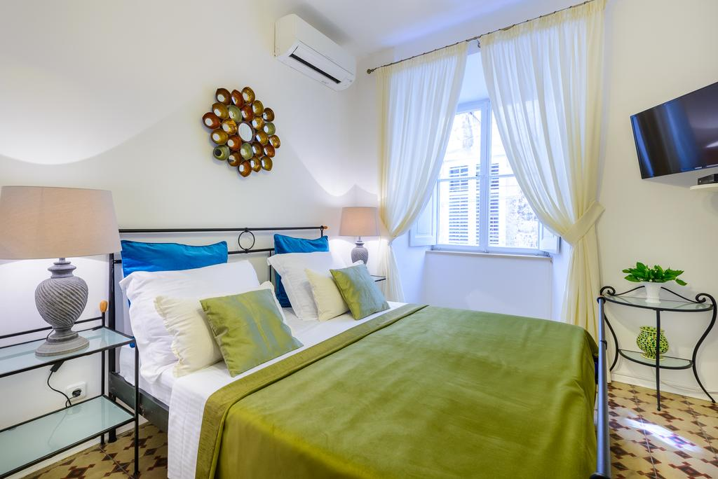 guesthouse-flores1.jpg
