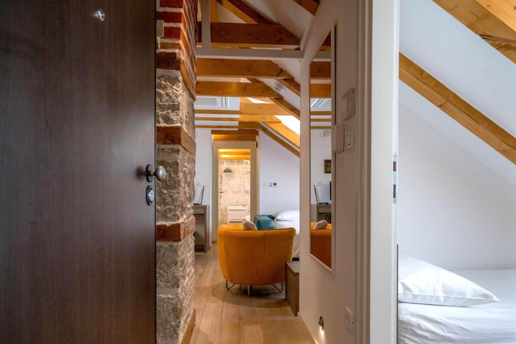 apartment-atticus55.jpg