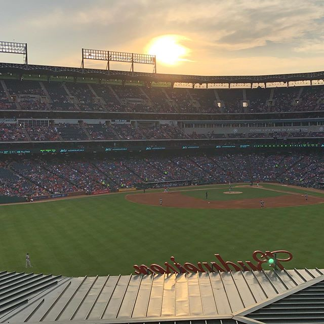 Beautiful night at Globe Life Park!@rangers Thanks to SBL Architecture for hosting The American College of Healthcare Executives North a Texas Chapter @achentx for a great event!  Even better from a beautiful suite and with great company!