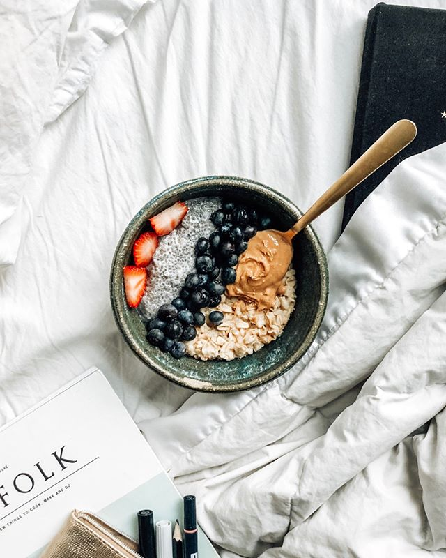 I may be working on a Saturday, but at least I'm having breakfast in bed. 💤 ⠀⠀⠀⠀⠀⠀⠀⠀⠀ .⠀⠀⠀⠀⠀⠀⠀⠀⠀ .⠀⠀⠀⠀⠀⠀⠀⠀⠀ .⠀⠀⠀⠀⠀⠀⠀⠀⠀ .⠀⠀⠀⠀⠀⠀⠀⠀⠀ .⠀⠀⠀⠀⠀⠀⠀⠀⠀ .⠀⠀⠀⠀⠀⠀⠀⠀⠀ .⠀⠀⠀⠀⠀⠀⠀⠀⠀ .⠀⠀⠀⠀⠀⠀⠀⠀⠀ #mindbodygram #mindbodygreen #veganfoodshare #slowfood #eatwhatyoulove #thefeedfeed #womenshealth #hormonehealth #plantbased #drinkyourgreens #cbd #matcha #poweredbyplants #vegansofig #slowmornings #greensmoothie #plantbaseddiet #wfpb #wellnessblogger #spirulina #plantlady #womenshealth #makeyourown #eatwhatyoulove