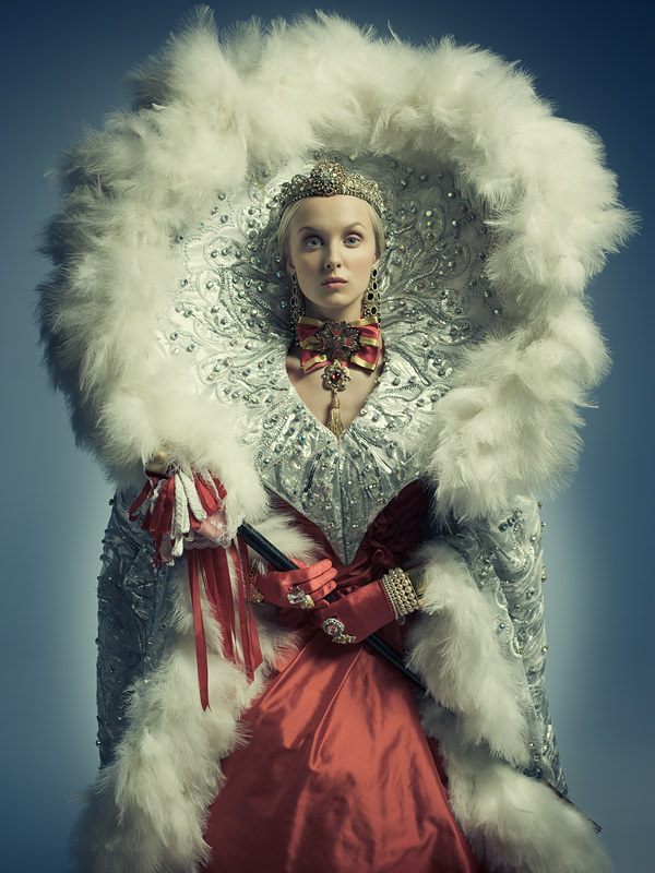 ICONIC QUEEN - FINE ART FASHION PHOTOGRAPHY