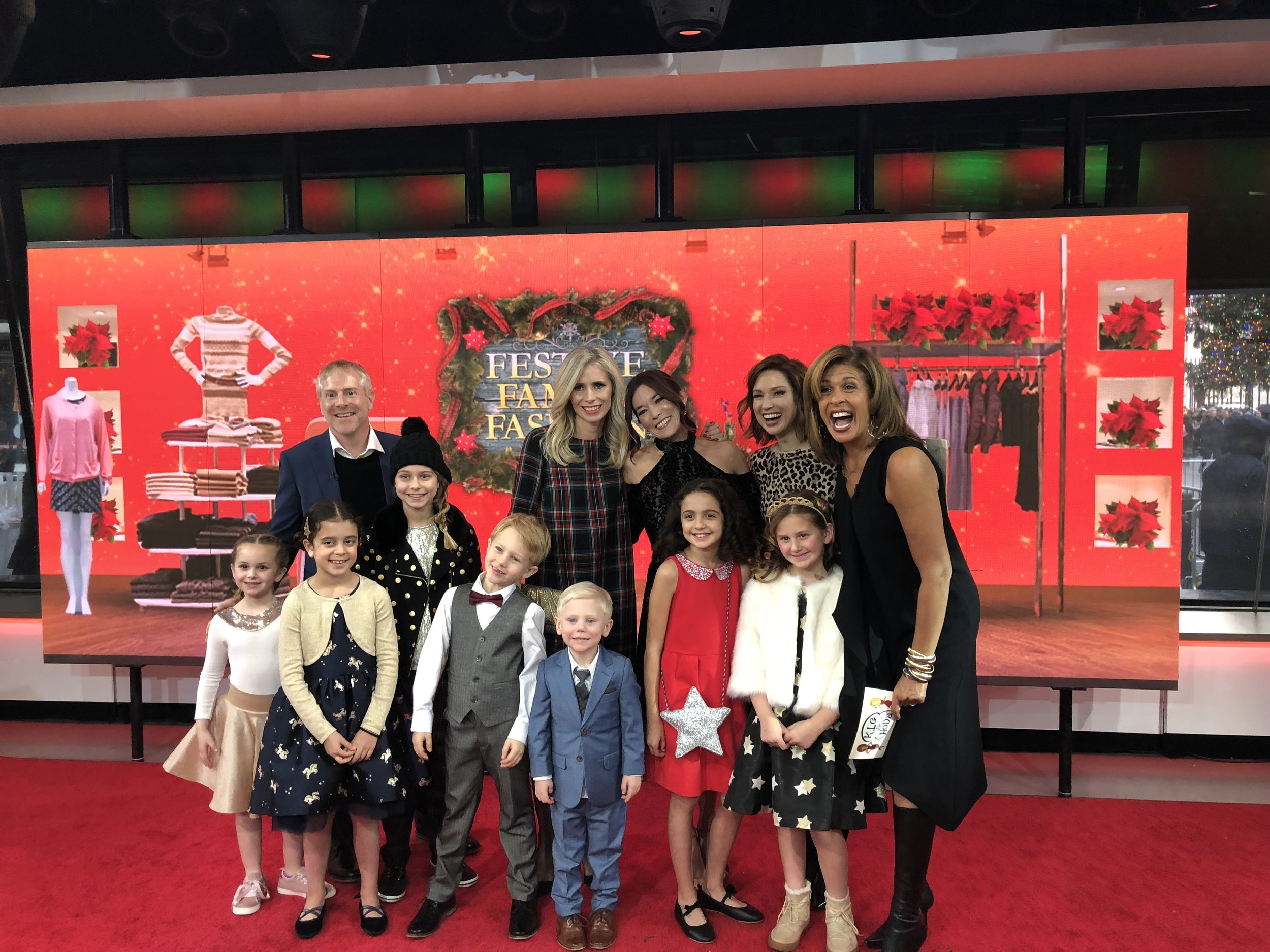 Say Reindeer! The entire model crew with guest co-host Ellie Kemper and co-host Hoda Kotb.
