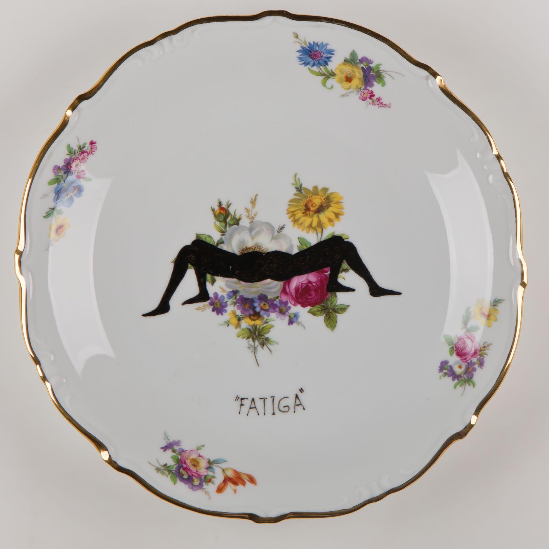 """""""Fatiga""""   Esmalte sobre plato antiguo 25 cm diámetro. 2012"""