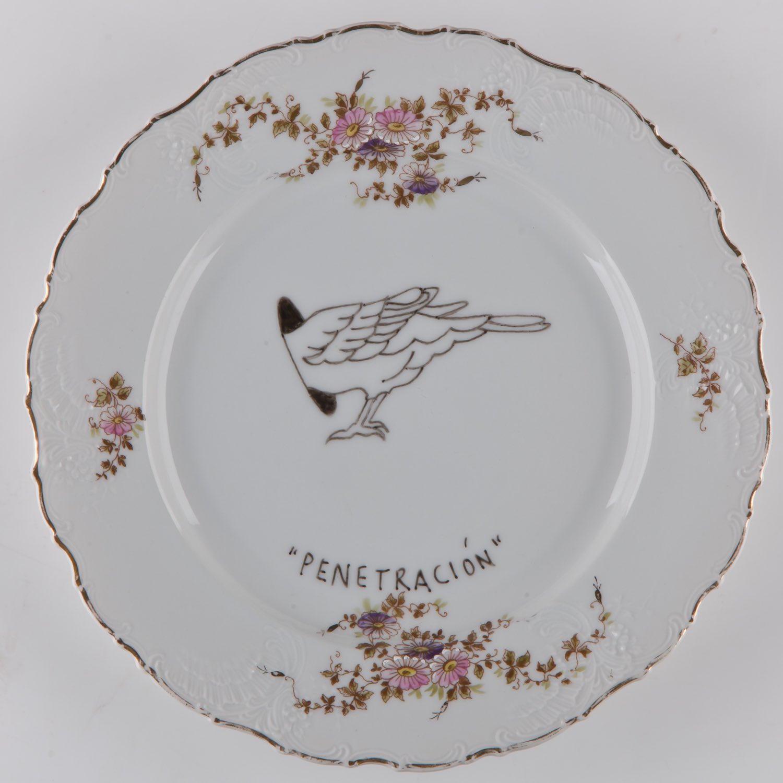 """""""Penetración""""   Esmalte sobre plato antiguo 25 cm diámetro. 2012"""