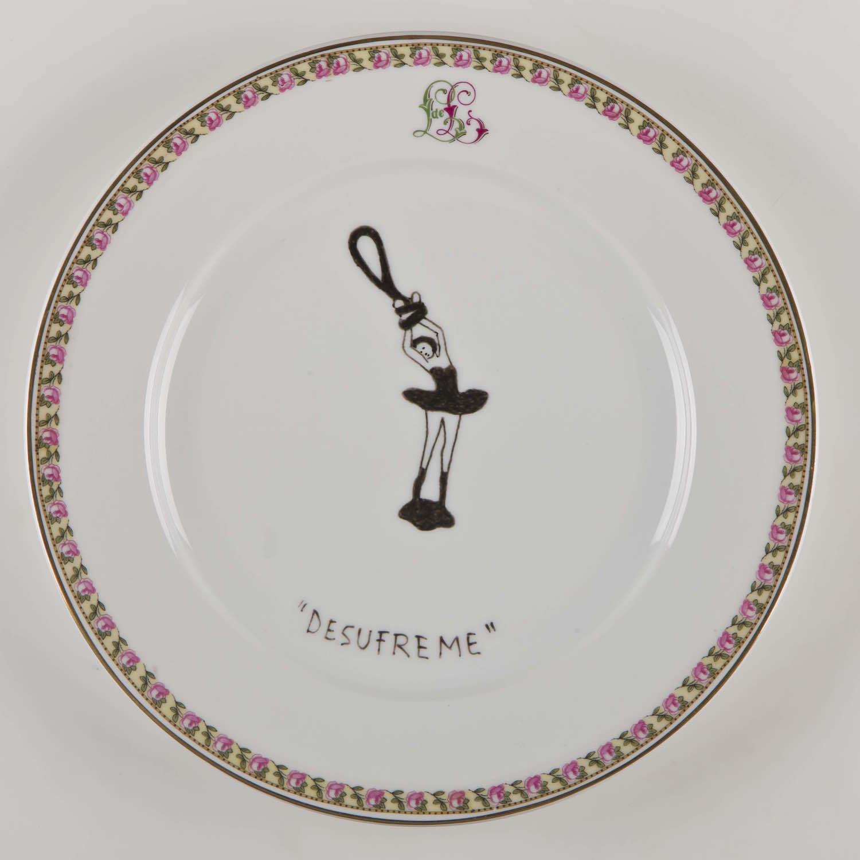 """""""Desufreme""""   Esmalte sobre plato antiguo 25 cm diámetro. 2012"""